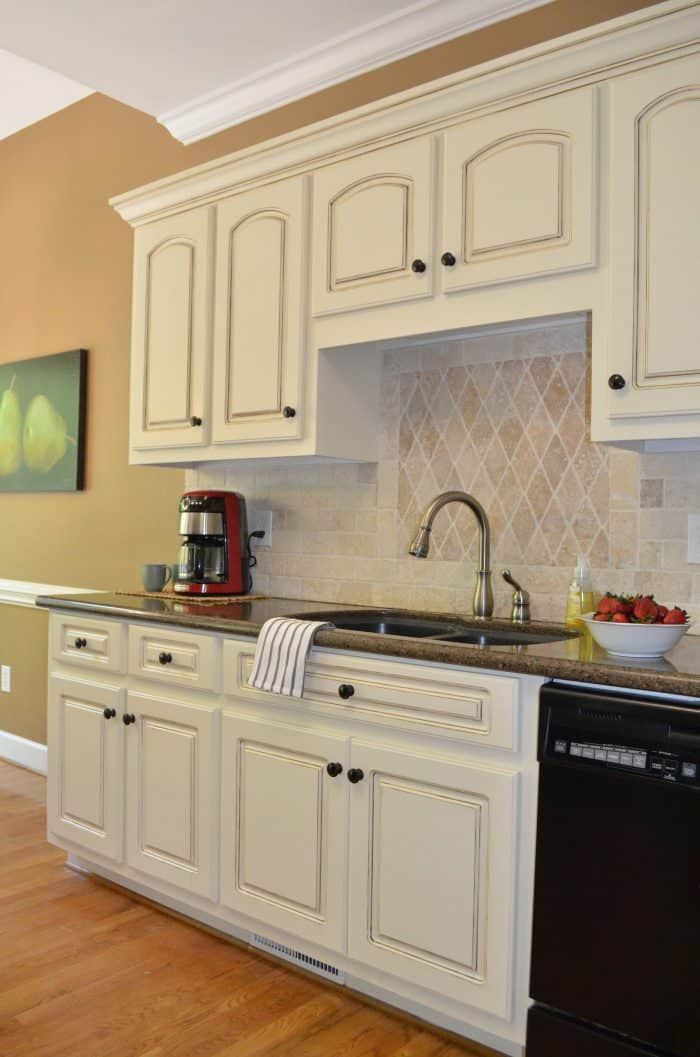 Glazed Kitchen Cabinets can be a great way to change a room with just paint