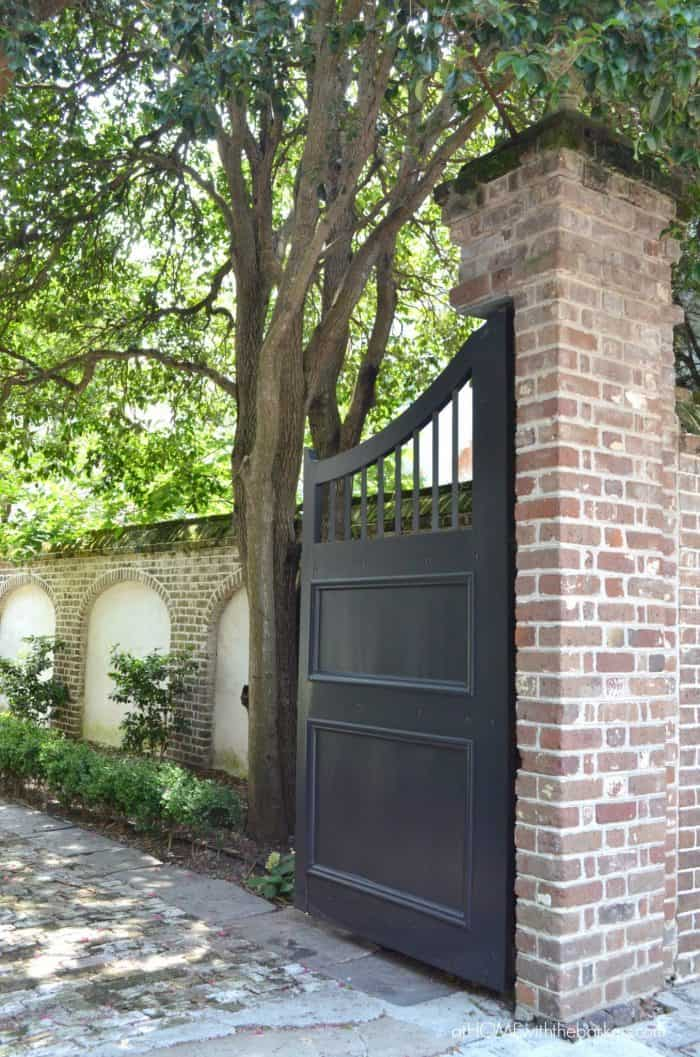Walking Tour of Charleston SC. Beautiful Homes and architectural details.
