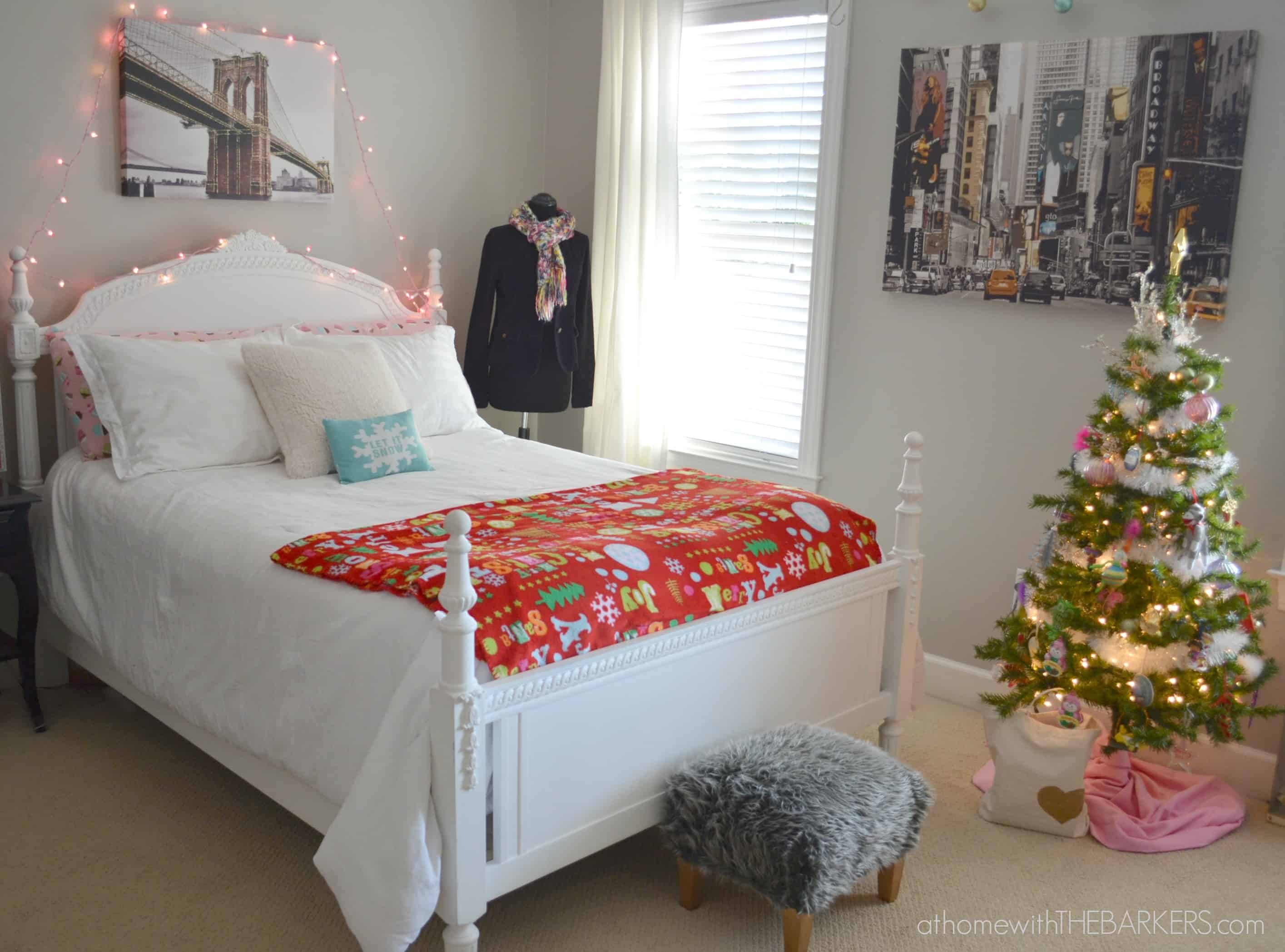 holiday decorating for teen girls room tour at home with the barkers. Black Bedroom Furniture Sets. Home Design Ideas
