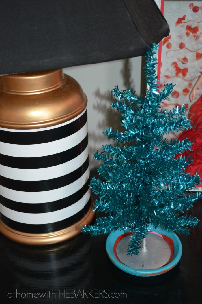 Holiday Decorating for teen girls - athomewiththebarkers.com