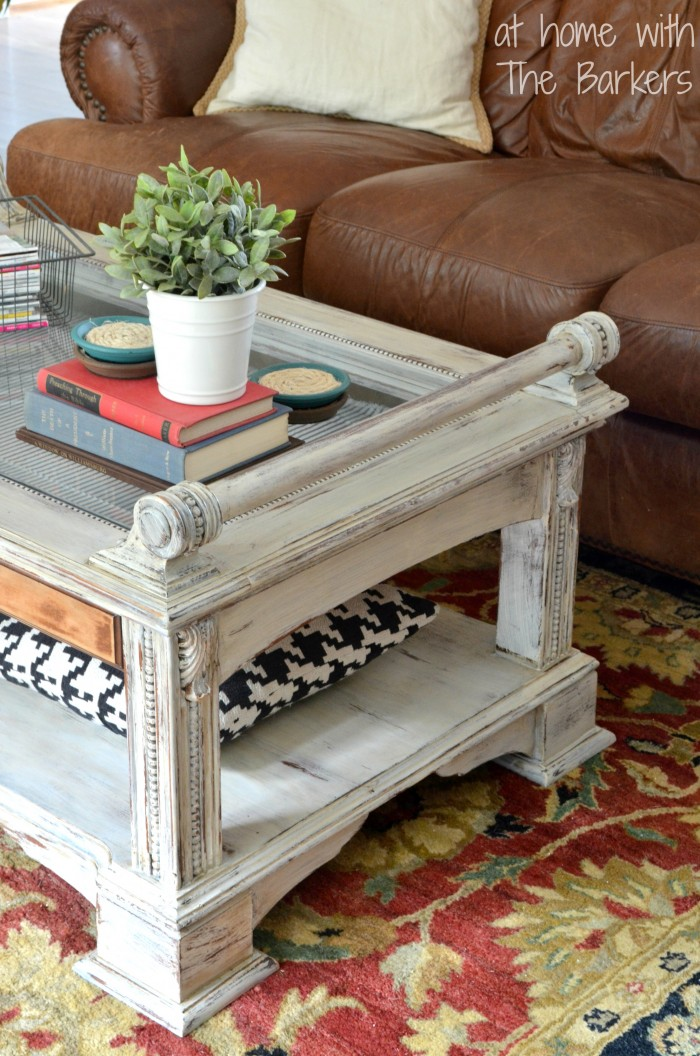 Coffee Table Makeover-Distressed detail