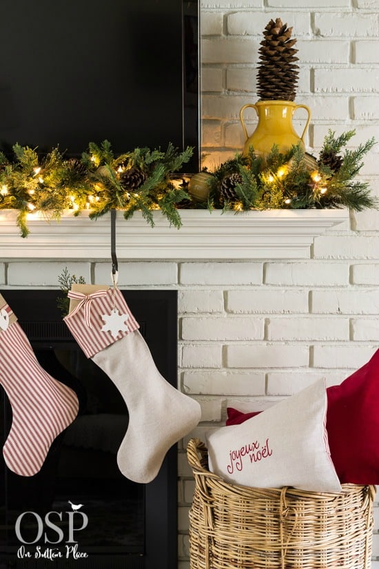 easy-christmas-mantel-decor