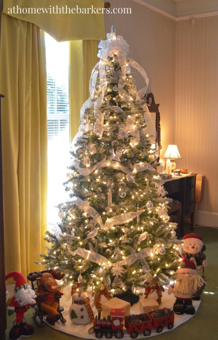 Victorian Christmas Tree for the master bedroom. Simple and stunning