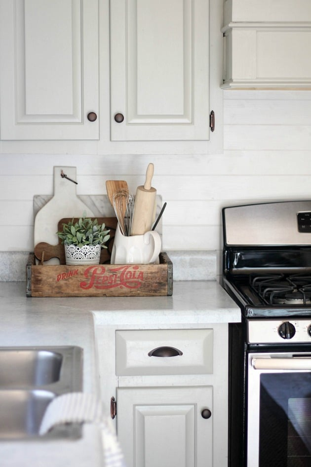 Decorating with wood planks for Kitchen counter designs for small kitchen