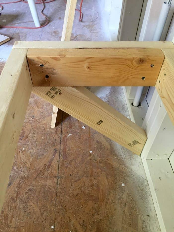 Easy 2 x 4 Pine Bench