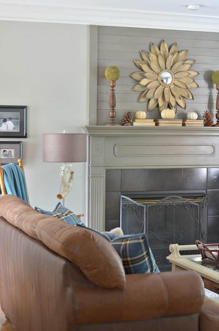 simple-fall-mantel-decor