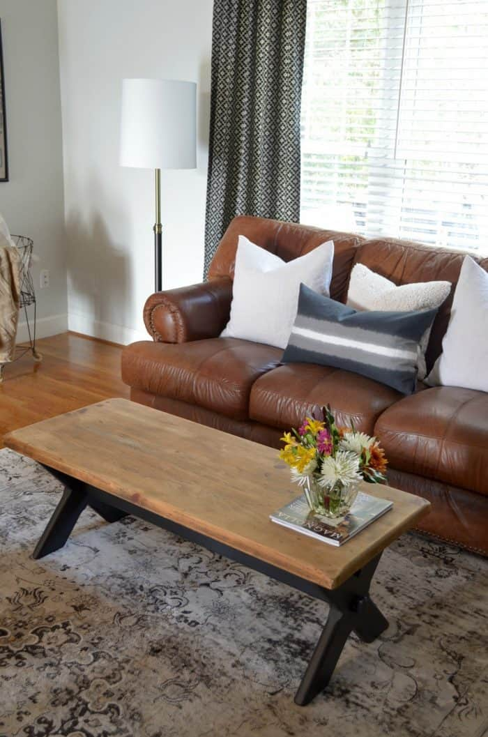 Best throw pillows for a brown leather couch.