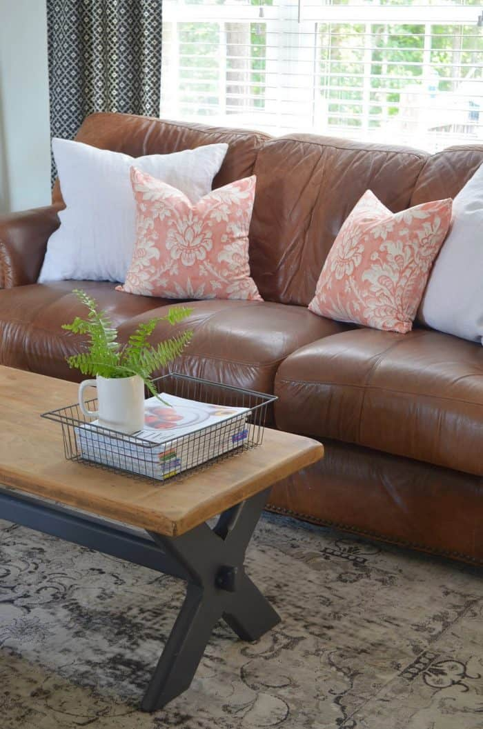 Simple Summer Decorating Ideas for refreshing a room.