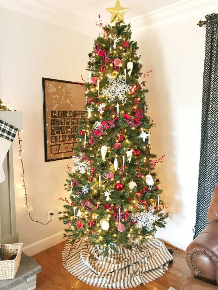 Simple Red and White Christmas Tree Decorating