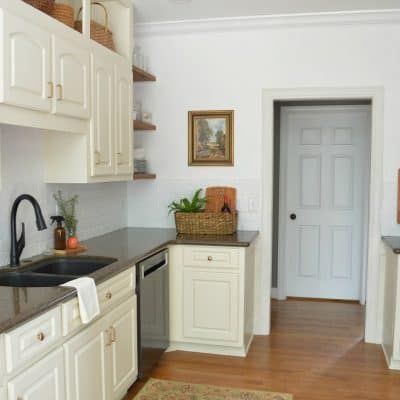 Extended kitchen cabinets to the ceiling