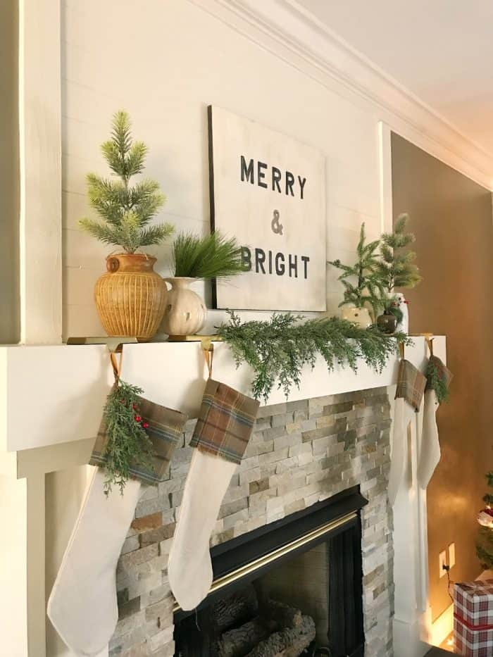 Christmas greenery ideas for mantel
