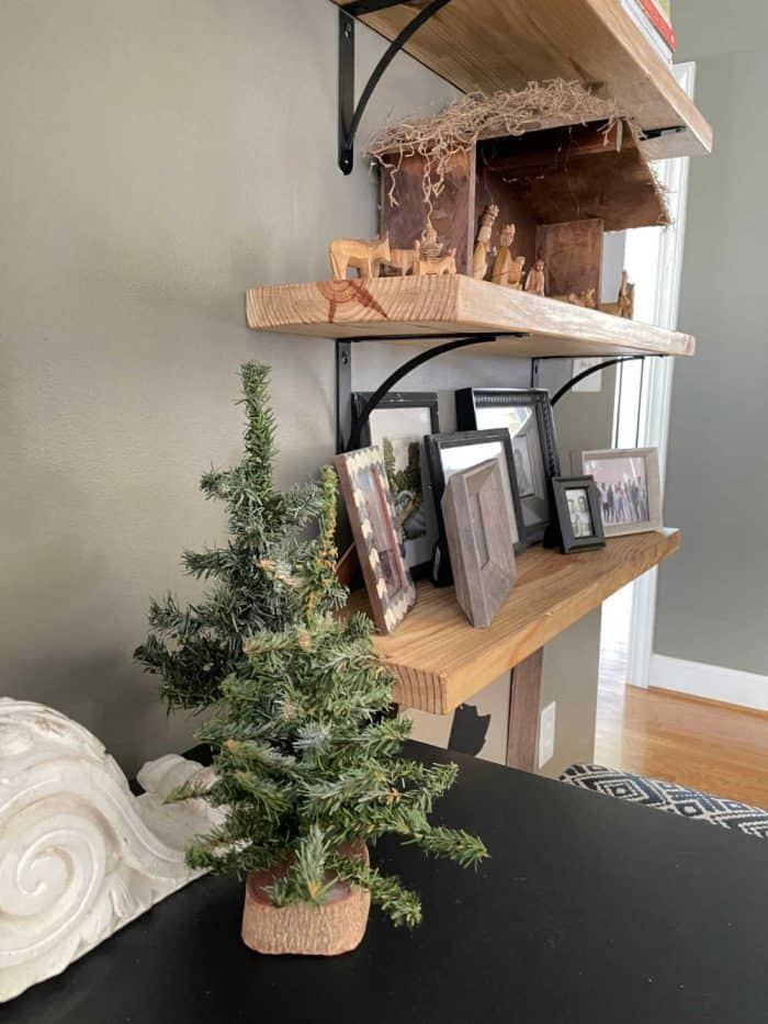 Book shelf Christmas style