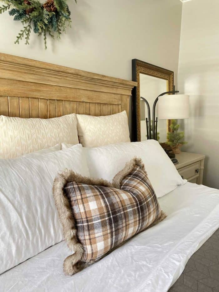 Christmas Master Bed plaid pillow