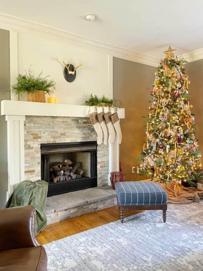 Family room Christmas decor