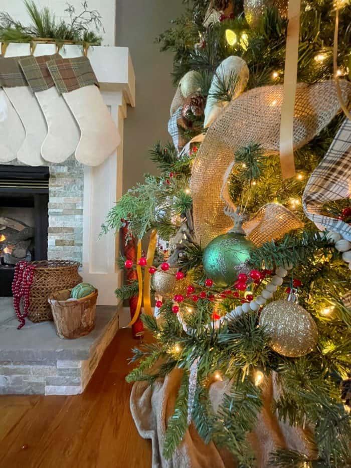 Christmas tree garland detail