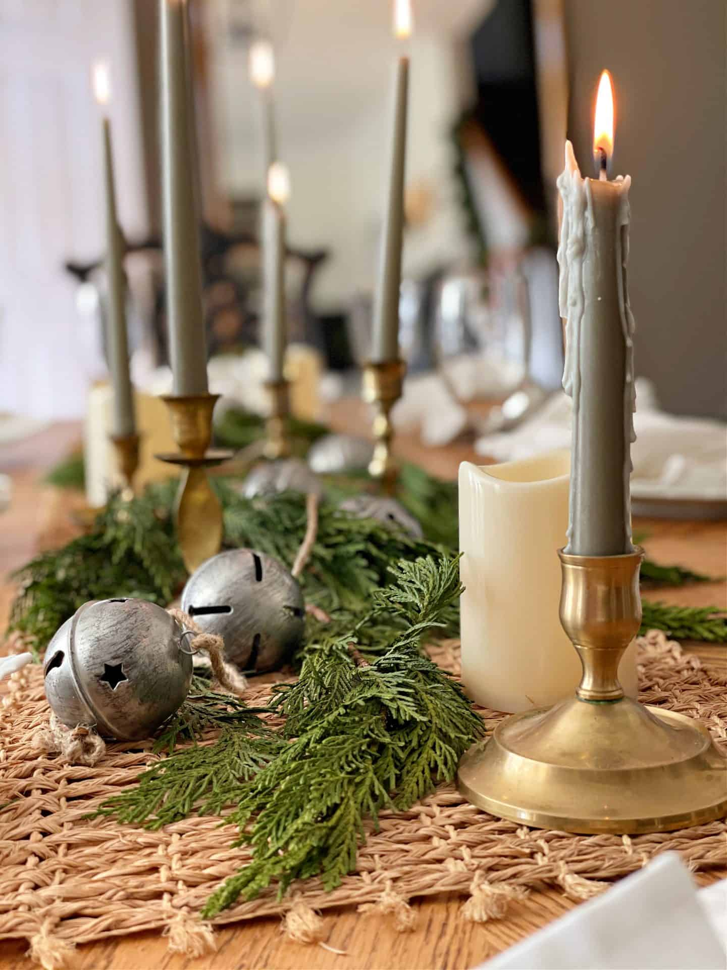 5 Elements of a Cozy Casual Dining Table Setting
