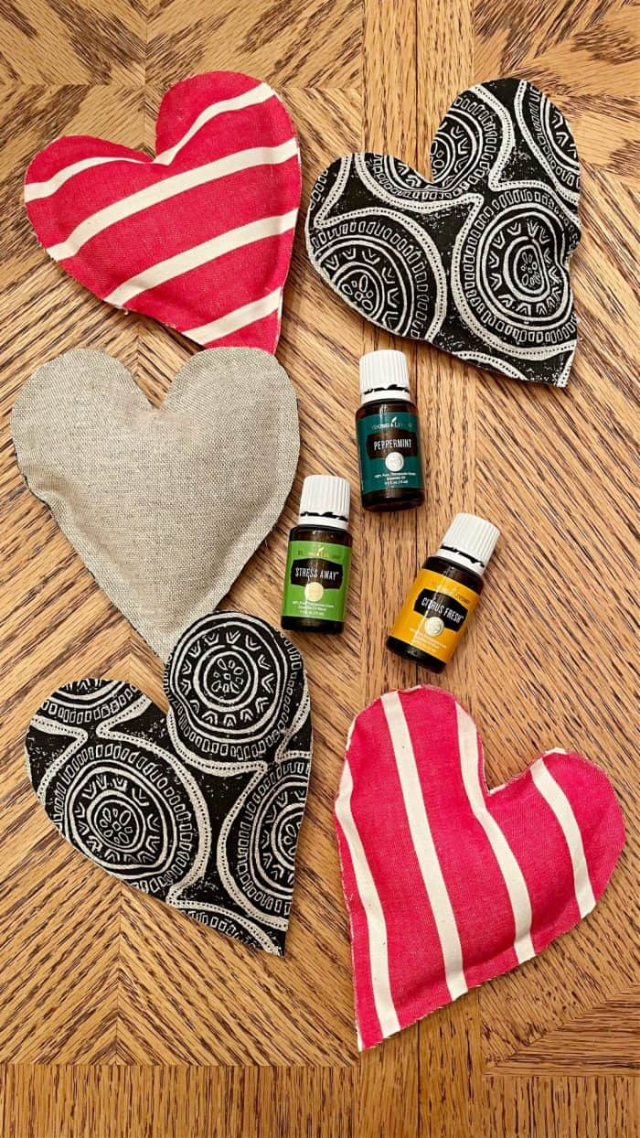 DIY heart sachets scented with essential oil
