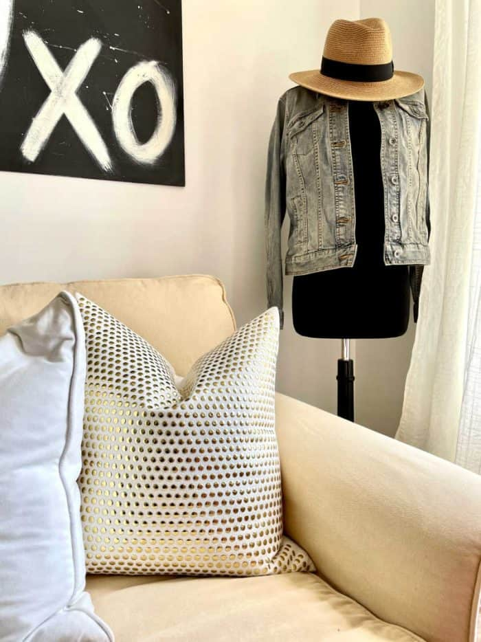 White and Mauve Bedroom Makeover