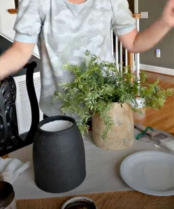 How to make a new vase look old Step 1